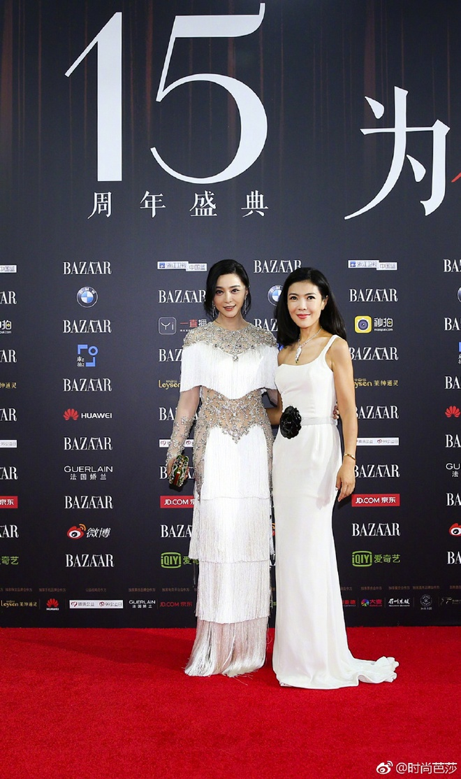 Vợ chồng Lâm Tâm Như - Hoắc Kiến Hoa ôm nhau tình tứ, Dương Mịch đọ sắc cùng Triệu Lệ Dĩnh trên thảm đỏ - Ảnh 5.
