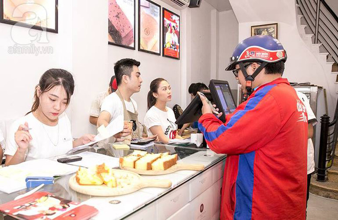 Cuối cùng, bánh bông lan khổng lồ Đài Loan từng gây sốt ở Sài Gòn cũng đã tới Hà Nội - Ảnh 1.