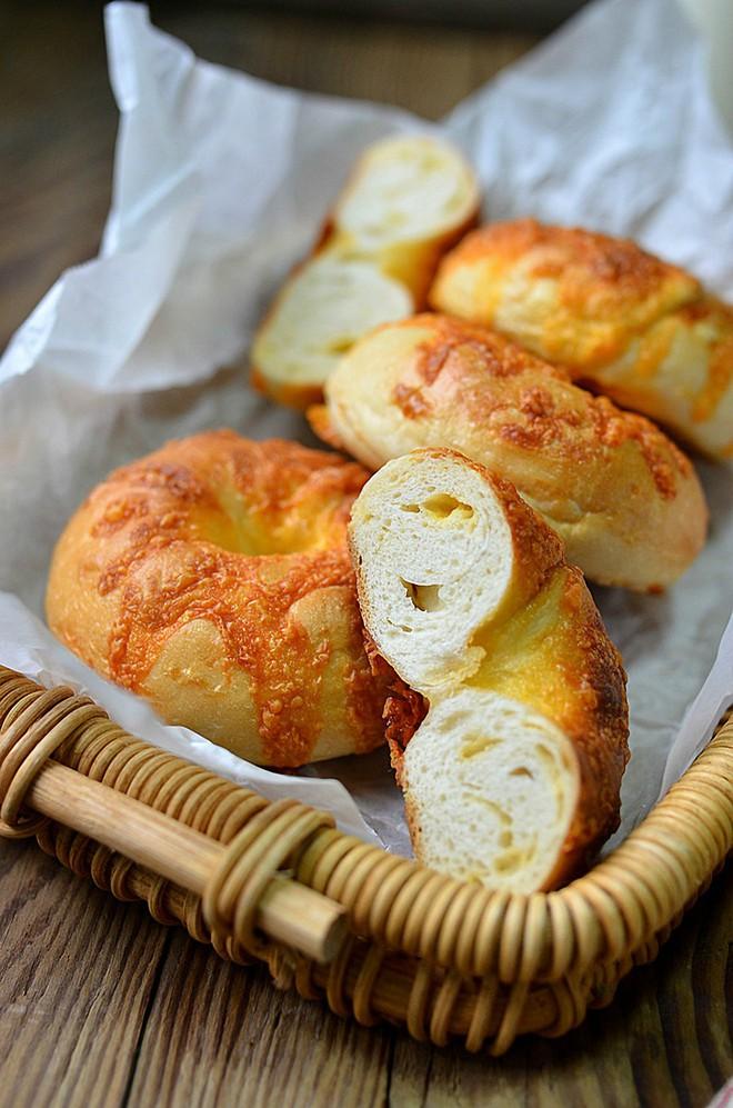 Tự làm bánh mỳ phô mai thơm mềm nóng hổi ăn sáng cực ngon - Ảnh 6.