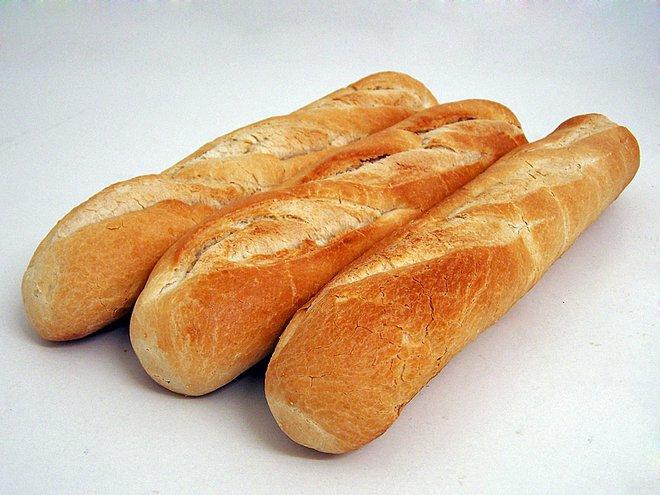 Không phải vứt đi, cách để bánh mì vẫn có thể ăn được sau một tuần chính là cho vào... - Ảnh 1.