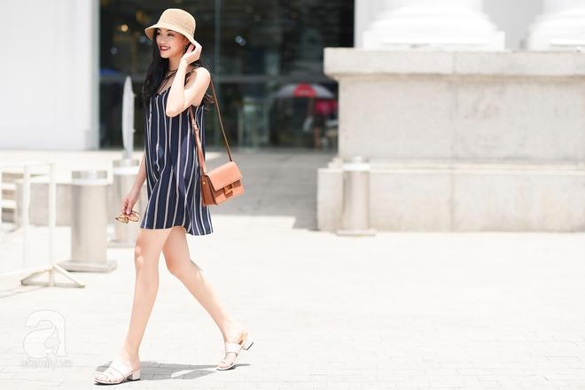 Xuống phố ngày cuối tuần nắng đẹp, quý cô này chọn riêng cho mình một thiết kế váy hai dây mỏng mát.