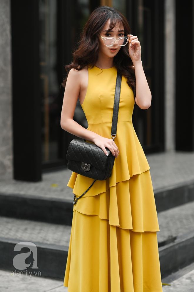 Thiết kế váy còn điểm xuyết chi tiết xếp tầng khá điệu giúp mỗi bước đi của cô nàng như duyên dáng và bay bổng hơn.