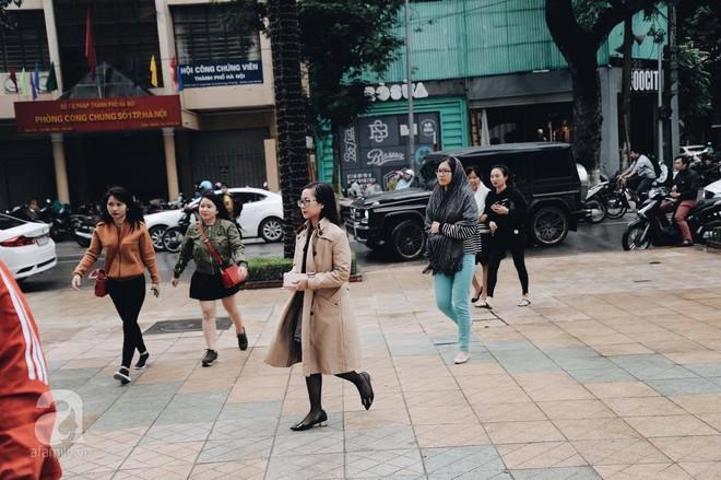Chị em công sở thanh thủ giờ nghỉ trưa ít ỏi, lao đến Zara mua sắm - Ảnh 3.