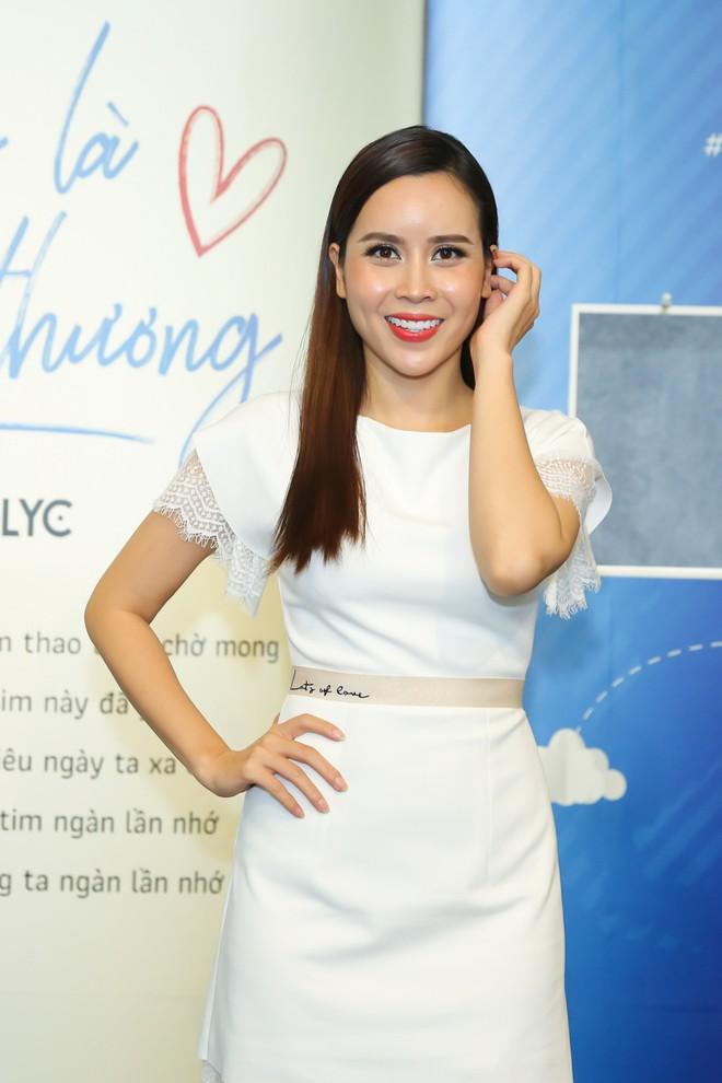 Mẹ hai con Lưu Hương Giang váy trắng xinh tươi, nổi bật giữa dàn sao - Ảnh 2.