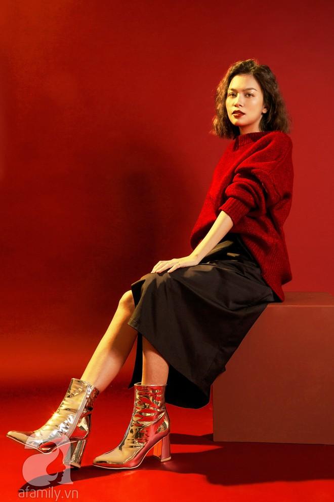 Lên đồ đẹp mĩ mãn cho những buổi tiệc tùng cuối năm với gam màu đỏ đen - Ảnh 3.