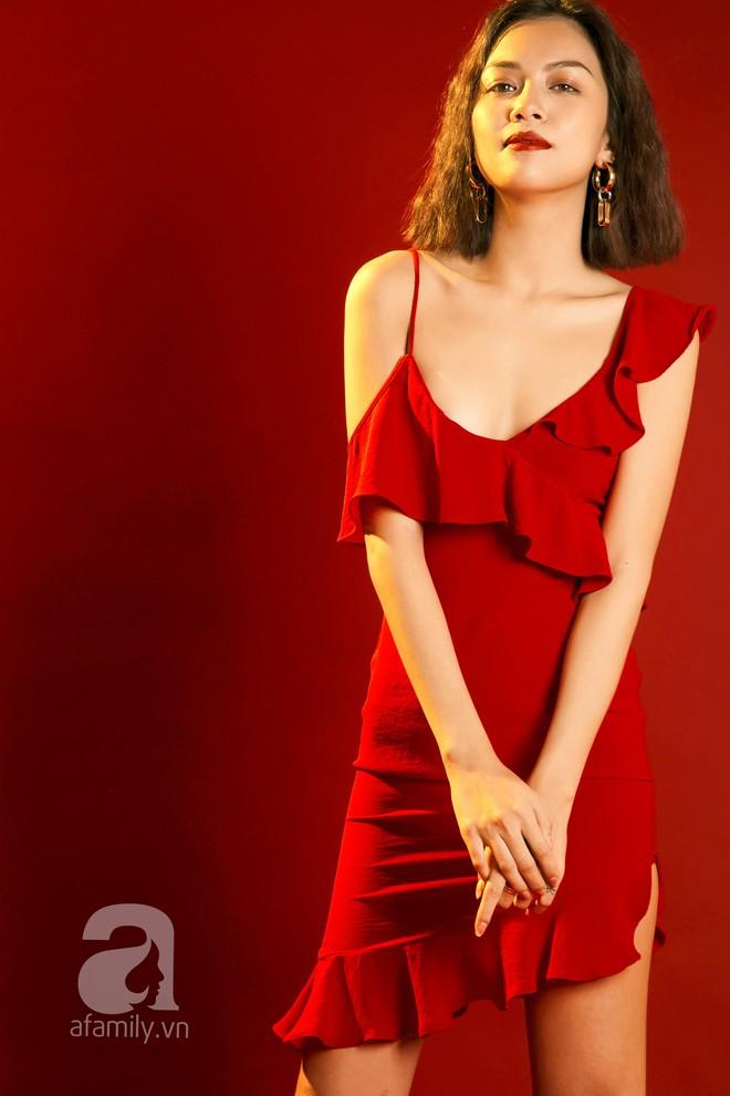 Lên đồ đẹp mĩ mãn cho những buổi tiệc tùng cuối năm với gam màu đỏ đen - Ảnh 11.