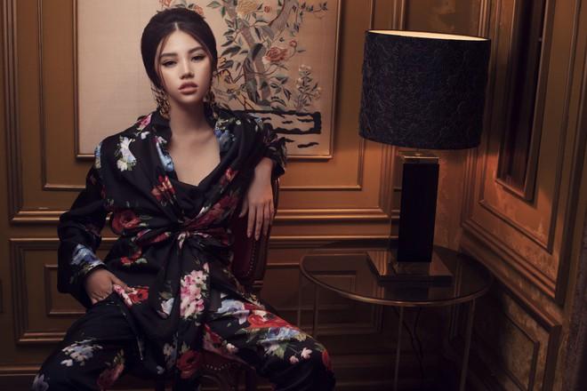 Hoa hậu con nhà giàu Jolie Nguyễn đẹp quyến rũ đến khó cưỡng với phong cách cổ điển - Ảnh 2.