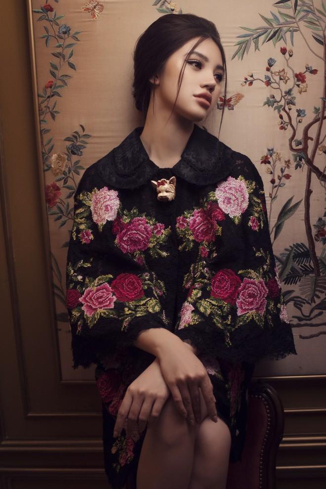 Hoa hậu con nhà giàu Jolie Nguyễn đẹp quyến rũ đến khó cưỡng với phong cách cổ điển - Ảnh 4.