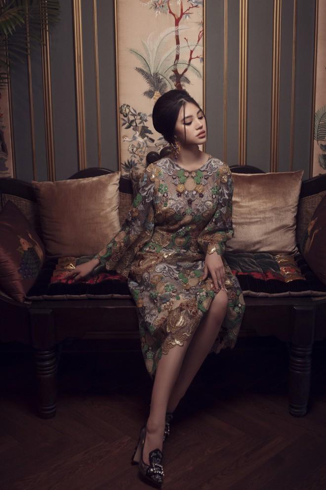 Hoa hậu con nhà giàu Jolie Nguyễn đẹp quyến rũ đến khó cưỡng với phong cách cổ điển - Ảnh 5.