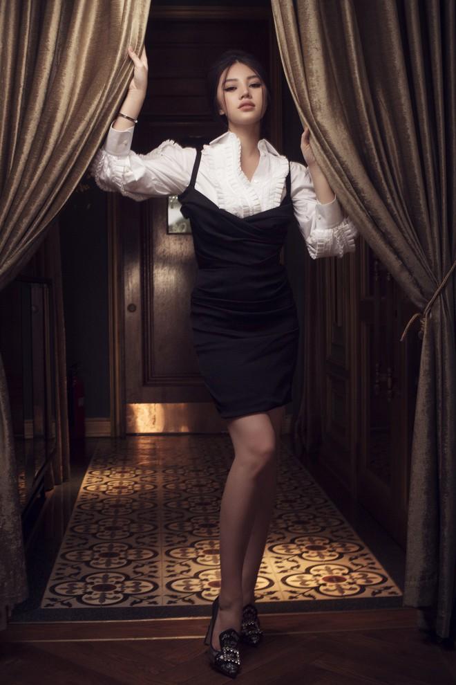 Hoa hậu con nhà giàu Jolie Nguyễn đẹp quyến rũ đến khó cưỡng với phong cách cổ điển - Ảnh 7.