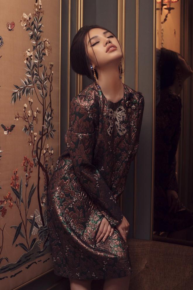 Hoa hậu con nhà giàu Jolie Nguyễn đẹp quyến rũ đến khó cưỡng với phong cách cổ điển - Ảnh 10.