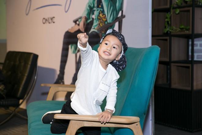 Mẹ hai con Lưu Hương Giang váy trắng xinh tươi, nổi bật giữa dàn sao - Ảnh 6.