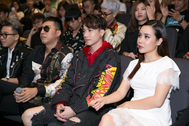 Mẹ hai con Lưu Hương Giang váy trắng xinh tươi, nổi bật giữa dàn sao - Ảnh 4.