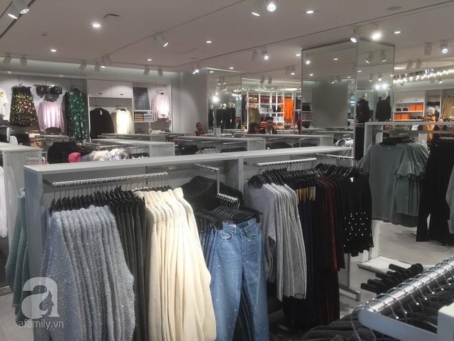 Trực tiếp: Những hình ảnh đầu tiên bên trong store của H&M tại Hà Nội - Ảnh 2.