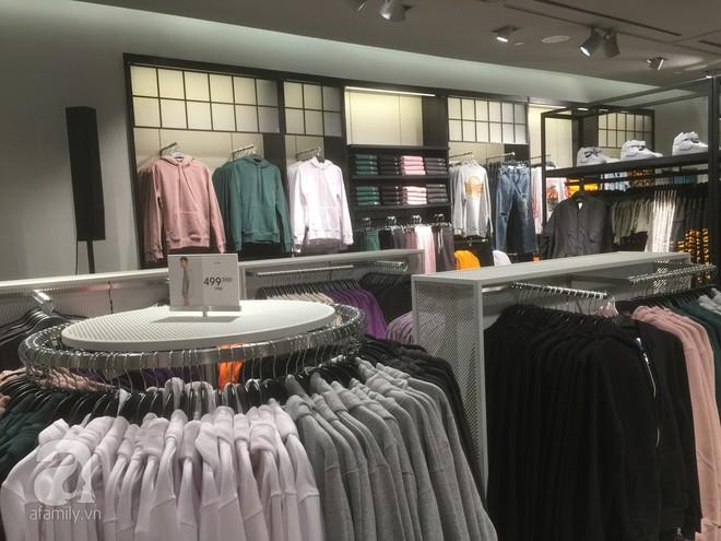 Trực tiếp: Những hình ảnh đầu tiên bên trong store của H&M tại Hà Nội - Ảnh 4.