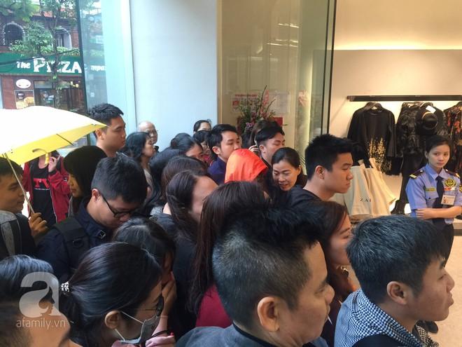 Zara Hà Nội khai trương: trưa lượng người kéo đến chật cứng cả 3 tầng - Ảnh 2.