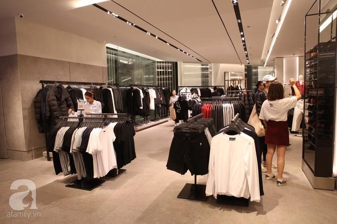 Zara cũng khai trương sớm tại Hà Nội, và đây là những hình ảnh đầu tiên bên trong cửa hàng - Ảnh 4.