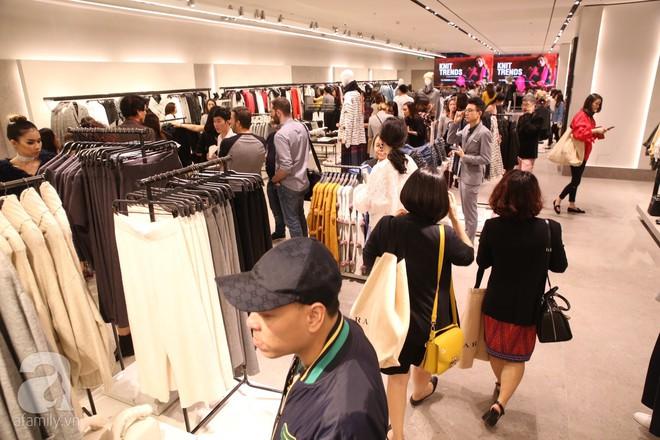 Zara cũng khai trương sớm tại Hà Nội, và đây là những hình ảnh đầu tiên bên trong cửa hàng - Ảnh 1.