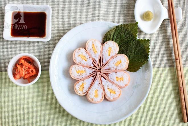 Cách làm cơm sushi hoa anh đào đẹp mắt ngon miệng lại cực dễ dàng - Ảnh 8.
