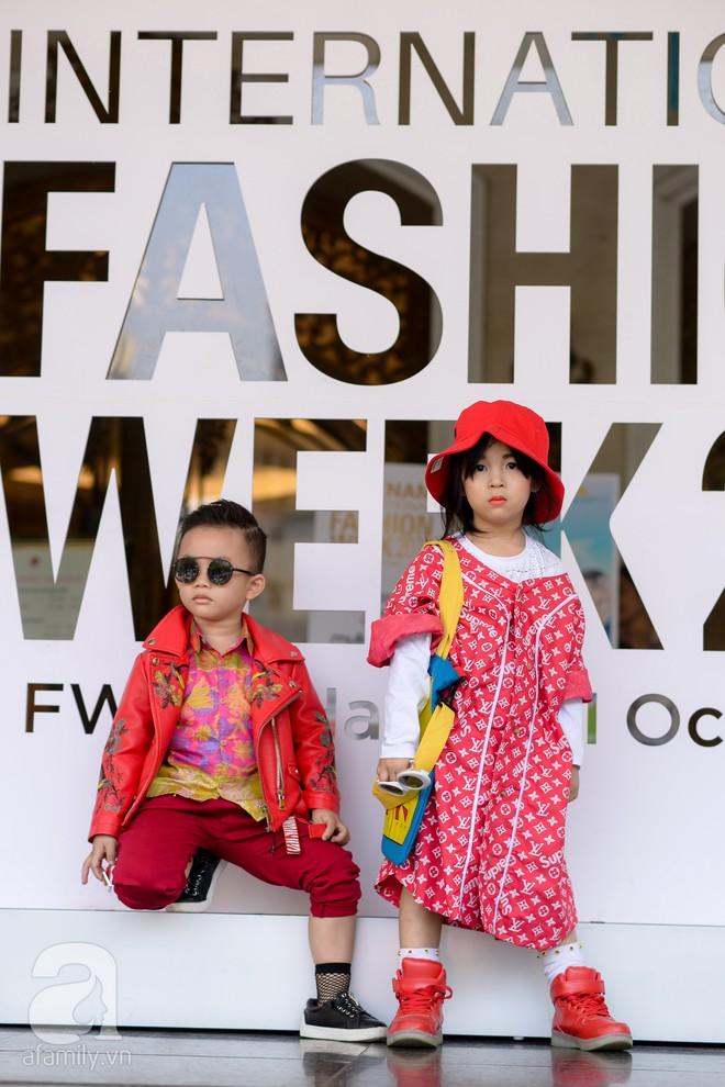 Tổng kết VIFW: Nổi bật nhất là street style vừa cool ngầu vừa yêu của loạt fashionista nhí  - Ảnh 9.