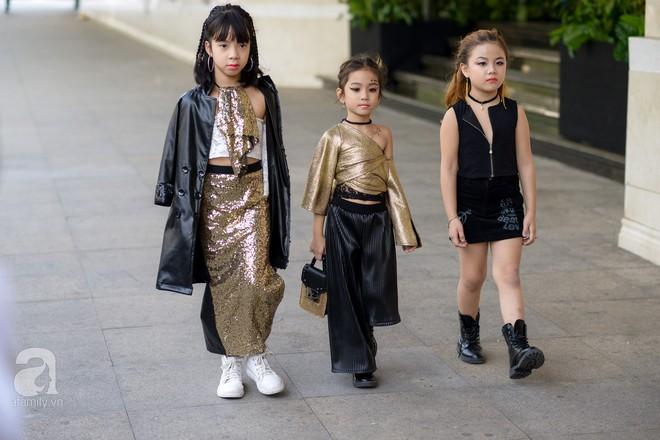 Tổng kết VIFW: Nổi bật nhất là street style vừa cool ngầu vừa yêu của loạt fashionista nhí  - Ảnh 16.