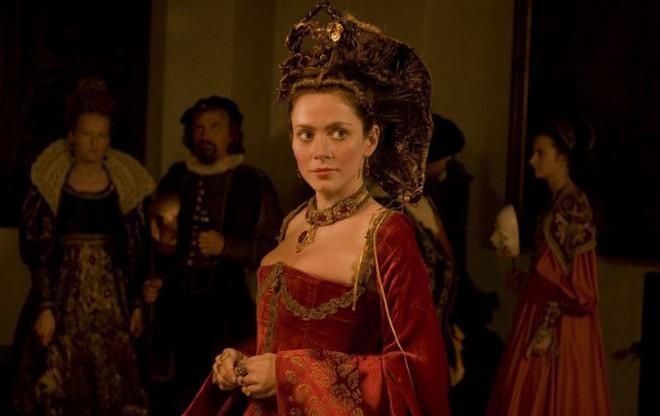 Nữ Bá tước xinh đẹp nhất châu Âu và chuyện giữ gìn tuổi xuân bằng phương pháp rùng rợn - Ảnh 2.