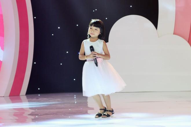 """Việt Hương – Ngô Kiến Huy """"đứng hình"""" vì độ đáng yêu của """"con trai"""" Phương Thanh - Ảnh 9."""