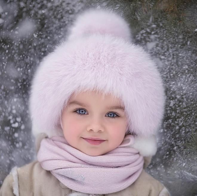 Nếu bạn thắc mắc thế nào là vẻ đẹp không góc chết, hãy ngắm cô bé được mệnh danh là thiên thần đẹp nhất thế giới này - Ảnh 1.