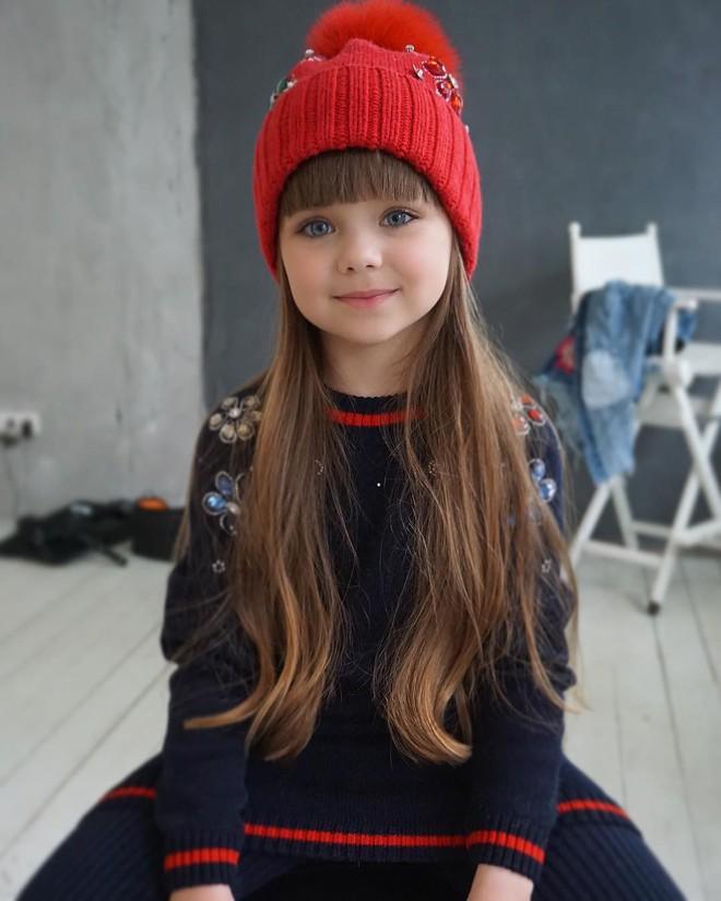 Nếu bạn thắc mắc thế nào là vẻ đẹp không góc chết, hãy ngắm cô bé được mệnh danh là thiên thần đẹp nhất thế giới này - Ảnh 13.