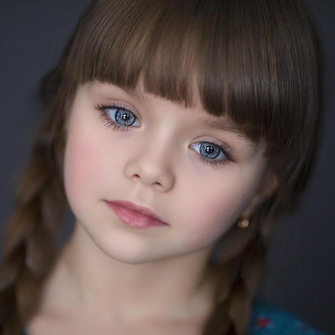 Nếu bạn thắc mắc thế nào là vẻ đẹp không góc chết, hãy ngắm cô bé được mệnh danh là thiên thần đẹp nhất thế giới này - Ảnh 11.