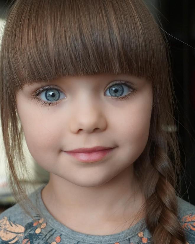 Nếu bạn thắc mắc thế nào là vẻ đẹp không góc chết, hãy ngắm cô bé được mệnh danh là thiên thần đẹp nhất thế giới này - Ảnh 5.