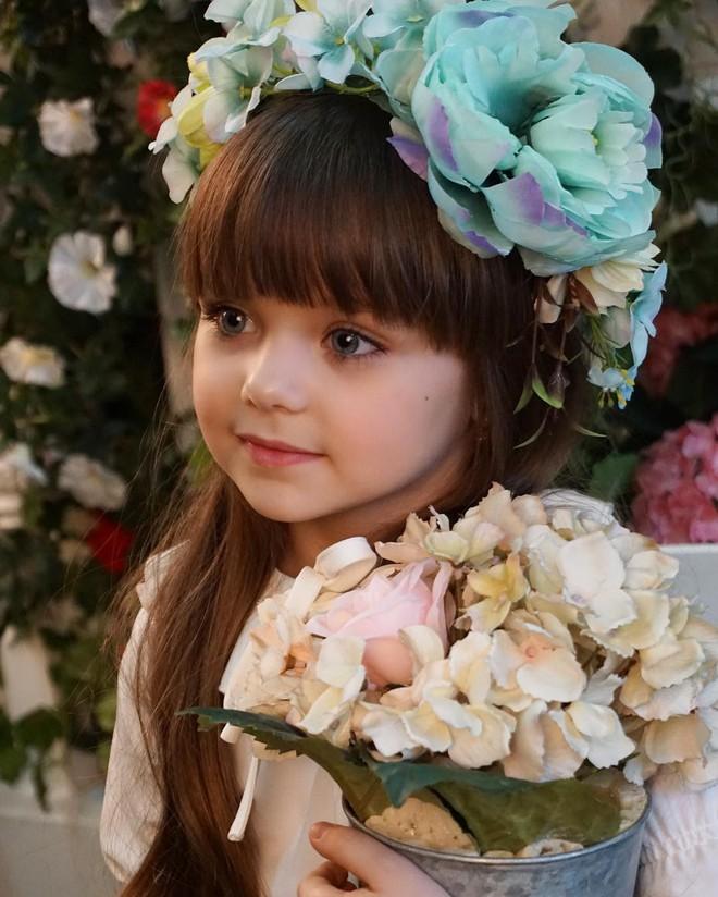 Nếu bạn thắc mắc thế nào là vẻ đẹp không góc chết, hãy ngắm cô bé được mệnh danh là thiên thần đẹp nhất thế giới này - Ảnh 4.