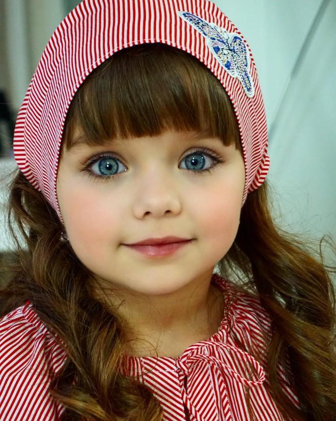 Nếu bạn thắc mắc thế nào là vẻ đẹp không góc chết, hãy ngắm cô bé được mệnh danh là thiên thần đẹp nhất thế giới này - Ảnh 3.