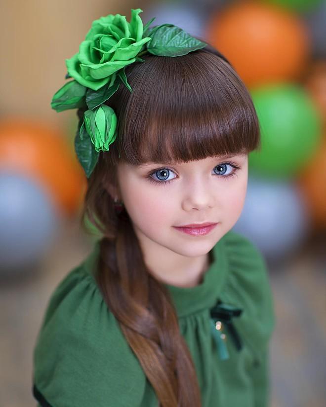 Nếu bạn thắc mắc thế nào là vẻ đẹp không góc chết, hãy ngắm cô bé được mệnh danh là thiên thần đẹp nhất thế giới này - Ảnh 2.