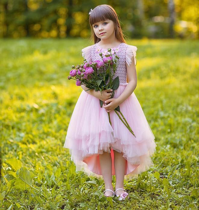 Nếu bạn thắc mắc thế nào là vẻ đẹp không góc chết, hãy ngắm cô bé được mệnh danh là thiên thần đẹp nhất thế giới này - Ảnh 8.