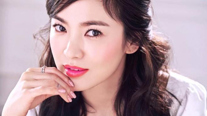 Bí quyết trẻ đẹp như thời thanh xuân của Song Hye Kyo, đơn giản đến mức ai cũng học được - Ảnh 1.