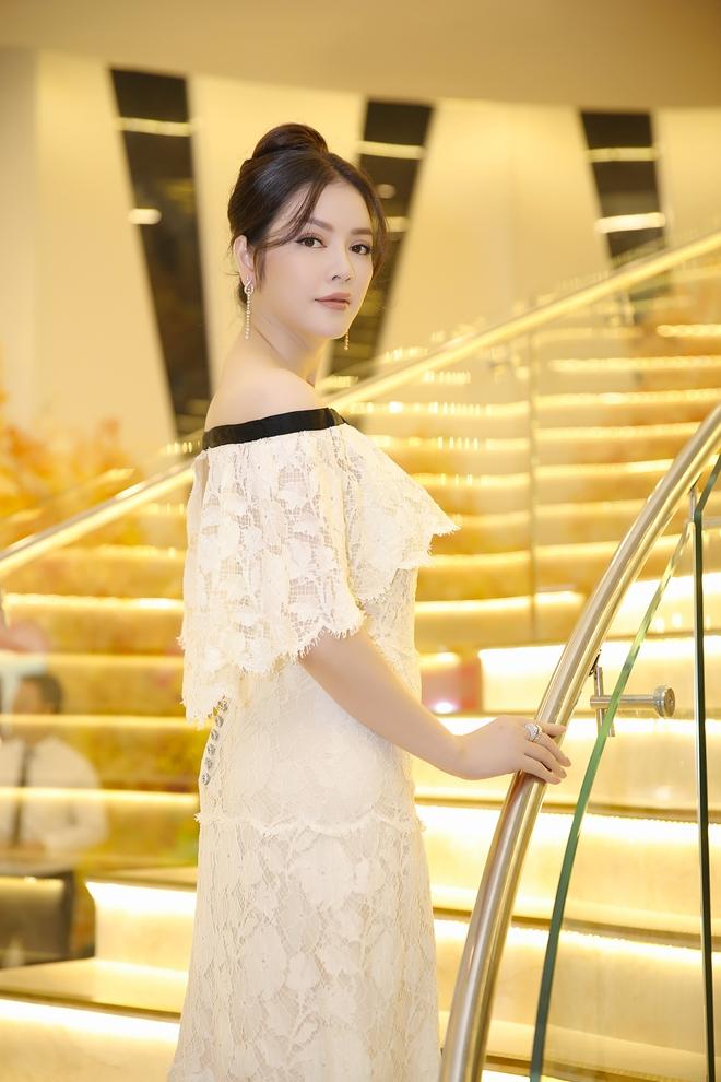 Lý Nhã Kỳ diện lại váy Chanel 2 tỉ đến mừng sinh nhật Nguyên Vũ - Ảnh 4.