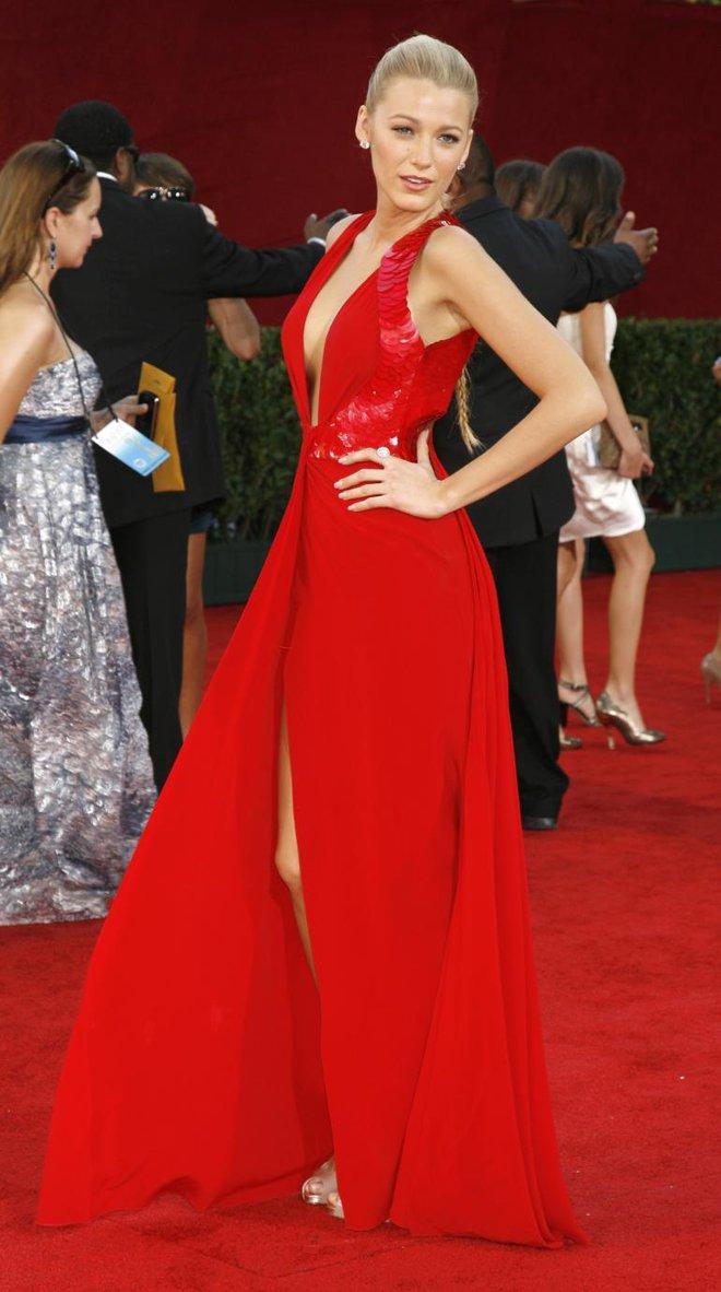 Zoom vào 12 chiếc váy đỏ được coi là ấn tượng nhất trong lịch sử thời trang - Ảnh 5.