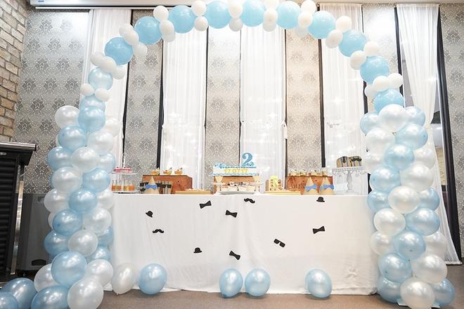 Con trai Khánh Thi - Phan Hiển được cưng như hoàng tử trong tiệc sinh nhật 2 tuổi - Ảnh 2.