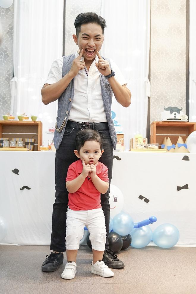 Con trai Khánh Thi - Phan Hiển được cưng như hoàng tử trong tiệc sinh nhật 2 tuổi - Ảnh 6.
