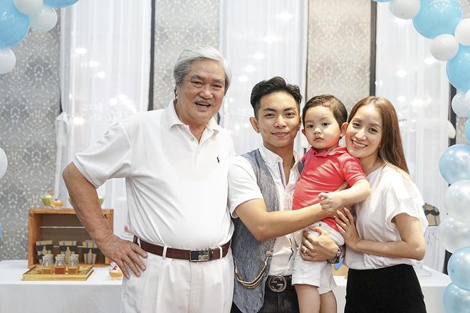 Con trai Khánh Thi - Phan Hiển được cưng như hoàng tử trong tiệc sinh nhật 2 tuổi - Ảnh 9.
