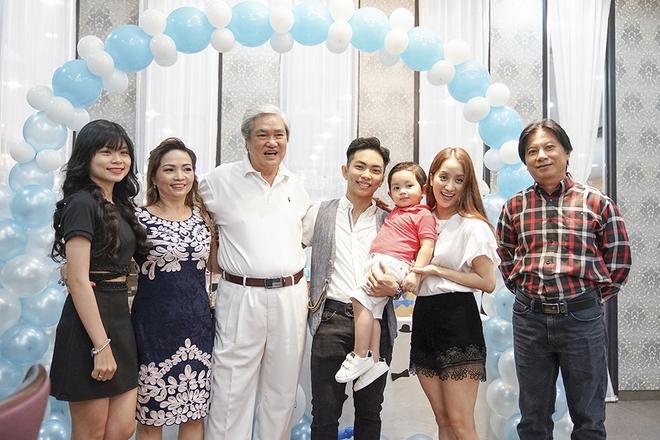Con trai Khánh Thi - Phan Hiển được cưng như hoàng tử trong tiệc sinh nhật 2 tuổi - Ảnh 10.