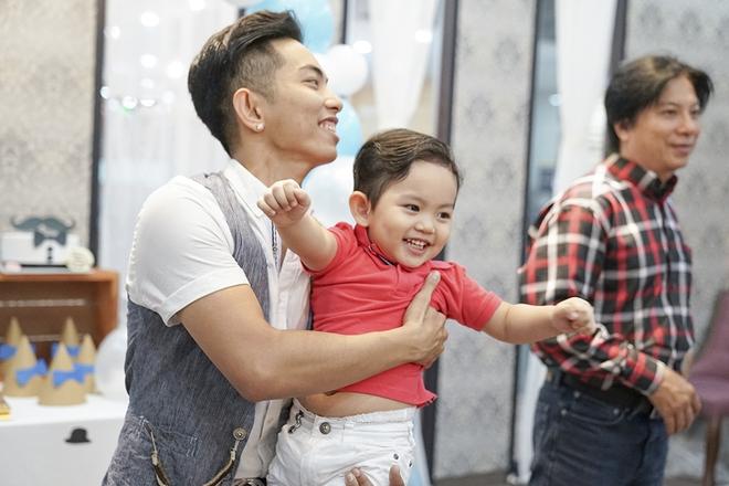 Con trai Khánh Thi - Phan Hiển được cưng như hoàng tử trong tiệc sinh nhật 2 tuổi - Ảnh 11.