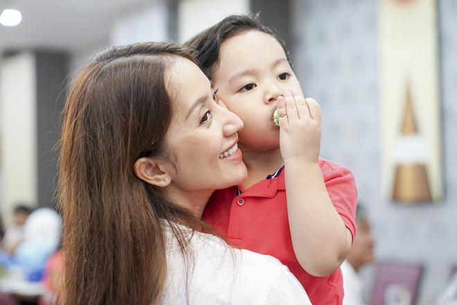 Con trai Khánh Thi - Phan Hiển được cưng như hoàng tử trong tiệc sinh nhật 2 tuổi - Ảnh 12.