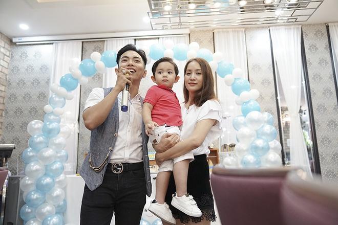 Con trai Khánh Thi - Phan Hiển được cưng như hoàng tử trong tiệc sinh nhật 2 tuổi - Ảnh 13.