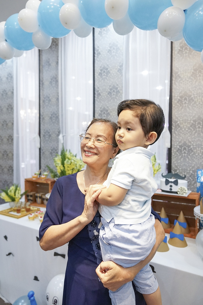 Con trai Khánh Thi - Phan Hiển được cưng như hoàng tử trong tiệc sinh nhật 2 tuổi - Ảnh 16.