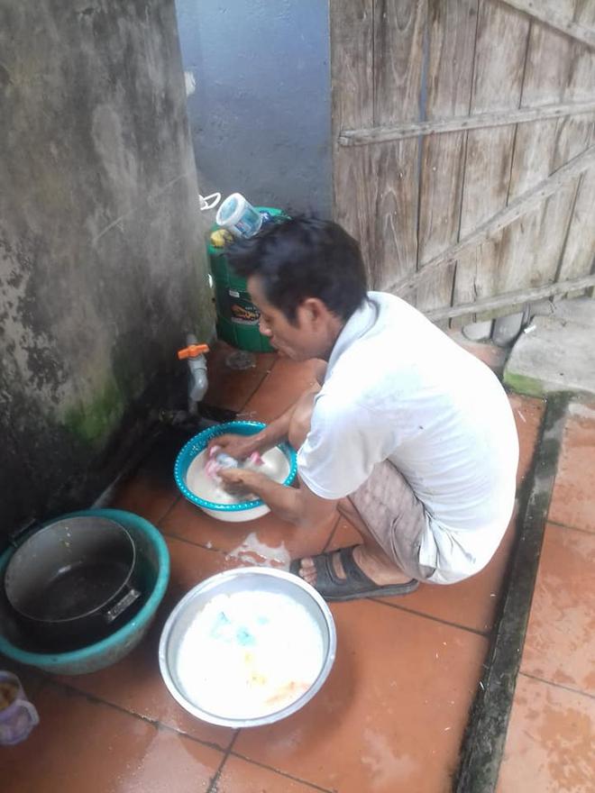Ứa nước mắt chuyện con gái sinh mổ về nhà ở cữ, bố dậy từ 4 giờ đun nước, nấu cơm - Ảnh 5.