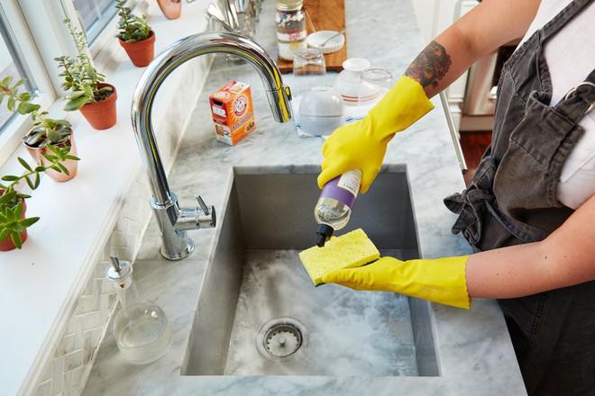 Sau mỗi lần rửa bát, đây là việc đầu tiên tôi cần phải làm ngay lập tức - Ảnh 3.