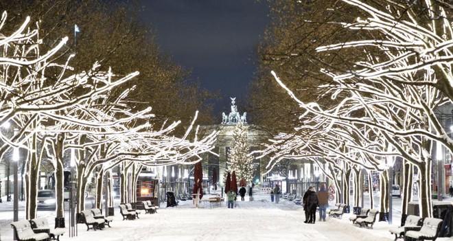 Ngất ngây với những hình ảnh tuyết rơi đẹp lung linh trên khắp thế giới - Ảnh 20.