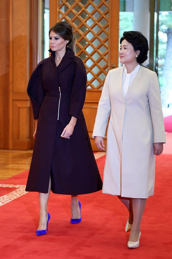 Phu nhân Melania Trump chịu chi hơn 1 tỷ cho váy áo trong chuyến công du 3 nước châu Á - Ảnh 16.